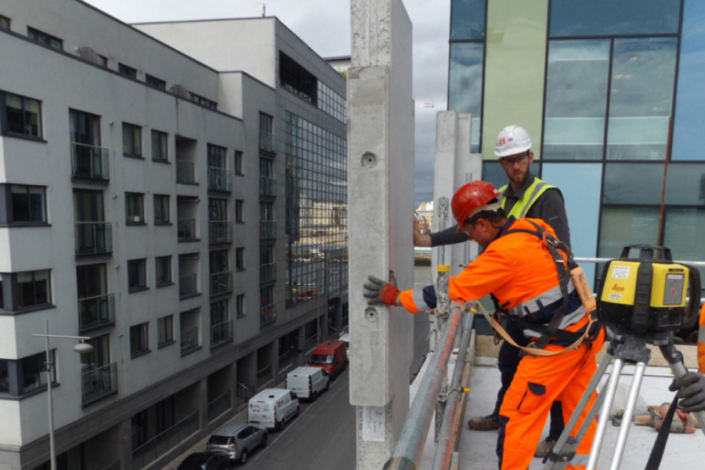 Precast Columns being Installed at Capital Dock